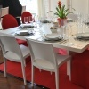 Dinner Table White Lounge Kingsize mit Stuhl Majestic und Bankettstuhl Classic mit Stuhlhusse Creative Rot
